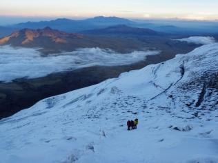 Ascendiendo el volcán activo (y en proceso eruptivo) más alto del mundo